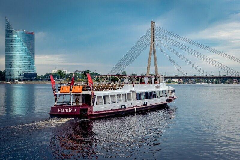 """Kelionė Dauguvos upe laivu """"VECRĪGA"""" dviem"""