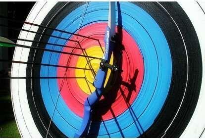 Šaudymas iš lanko dviem Klaipėdoje
