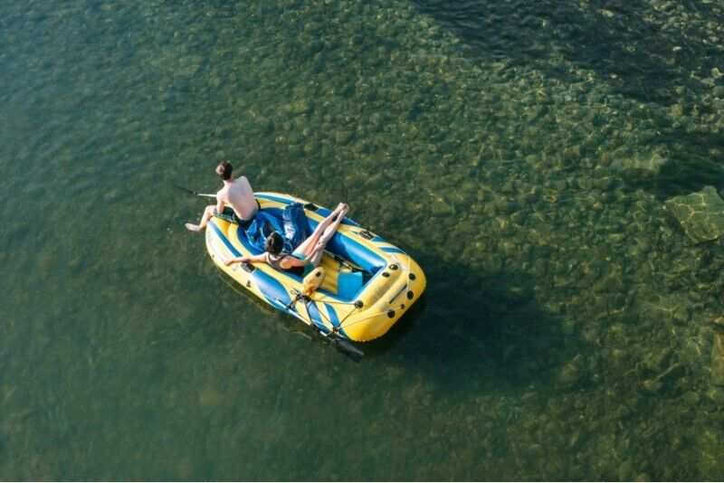 Rami kelionė Gaujos upe keturviete pripučiama valtimi