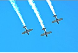 Akrobatinis skrydis lėktuvu virš Kauno