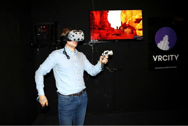 Pramogos virtualios realybės erdvėje VR CITY Vilniuje