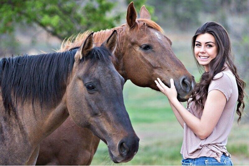 Jodinėjimas žirgais Bistrampolio dvaro apylinkėse Panevežyje