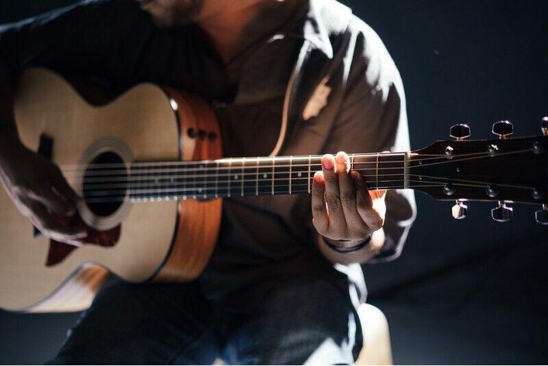 Gitaros kursai Kaune (4 individualios pamokos)