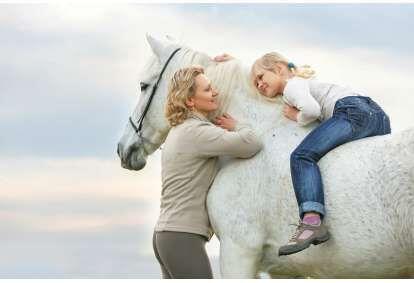 Pasijodinėjimas žirgais šeimai po Anykščių apylinkes