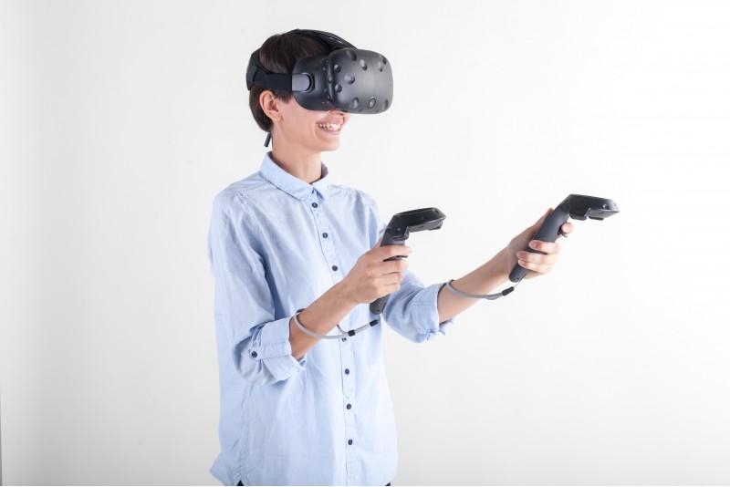 """Apsilankymas virtualios realybės kambaryje """"V kiemas"""" 1-2 asmenims Šiauliuose"""