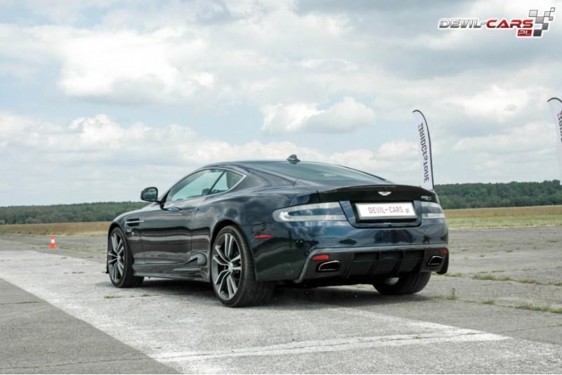 Pasivažinėjimas legendiniu Aston Martin automobiliu lenktynių trasoje