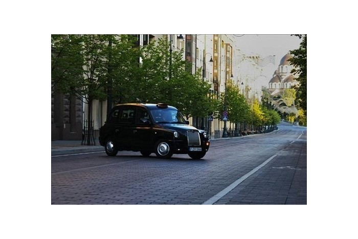 Romantiškas pasivažinėjimas po Vilnių legendiniu Londono taksi