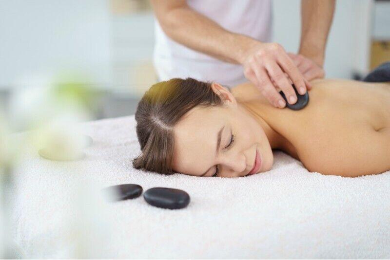 Nugaros masažas rankomis, vakuumu, karštais akmenimis