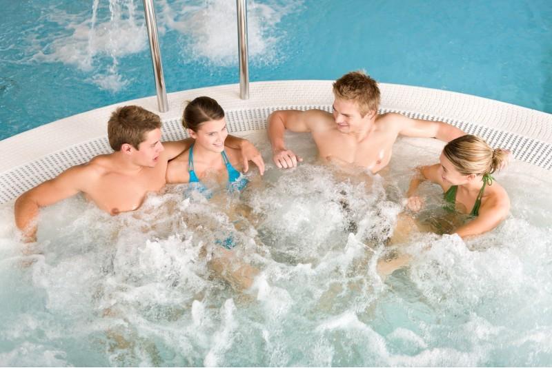 "Vandens pramogos ""Trasalis Trakai Resort & SPA"", boulingas ir gardi pica (4 asmenims)"