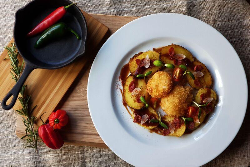 "Dviejų patiekalų vakarienė dviem ""Biblioteka grill"" restorane Klaipėdoje"