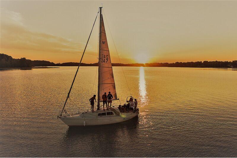 """Romantiškas pasiplaukiojimas jachta """"Pasaka"""" Trakuose"""