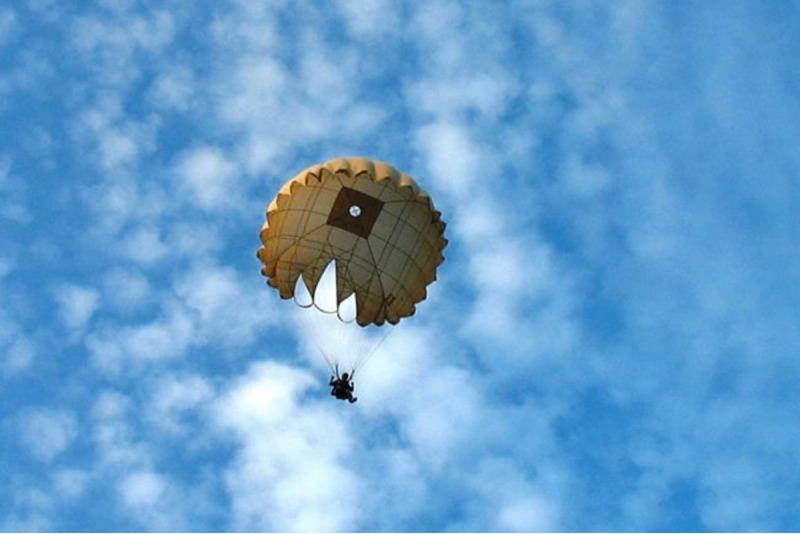 Šuolis apvaliu valdomu parašiutu su filmavimu Marijampolėje