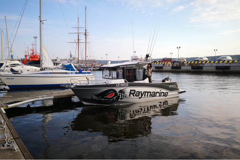 Plaukiojimas Klaipėdos uosto akvatorijoje kateriu