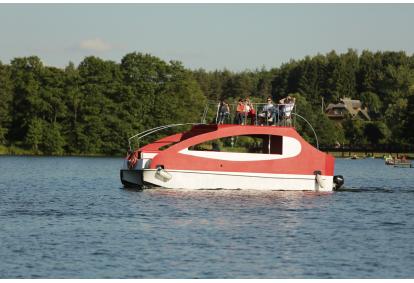 Pasiplaukiojimas laivu su apžvalgos aikštele Trakuose