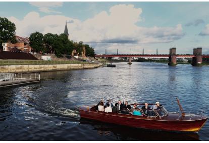 Kelionė Nemunu klasikiniu laivu Kauno senamiestyje