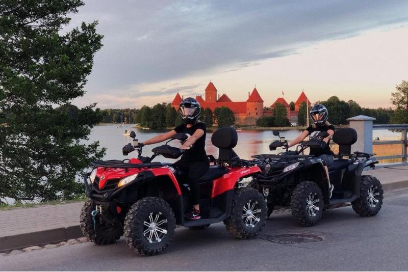 Pasivažinėjimas keturračiais motociklais Trakuose