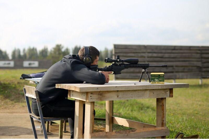 Šaudymas į tolimus atstumus su galinguoju snaiperiniu šautuvu 1-2 asmenims