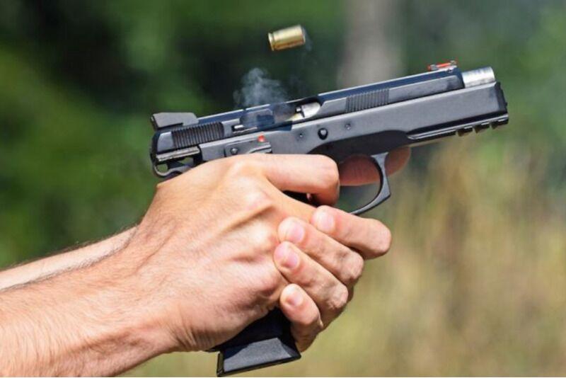"""Šaudymas iš 3 ginklų """"Vollit"""" šaudykloje Šiauliuose"""