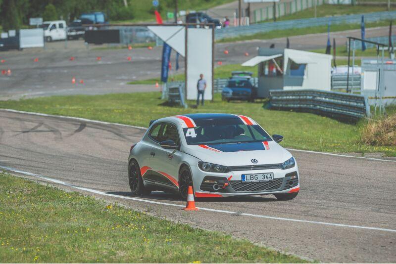 """Ekstremalus pasivažinėjimas su """"Volkswagen Scirocco R"""" Nemuno žiedo trasoje"""