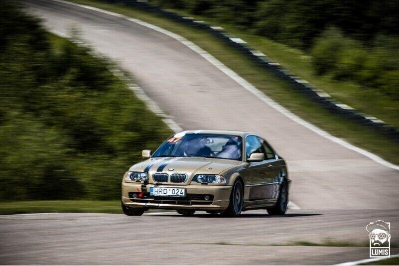 """Ekstremalus pasivažinėjimas su """"BMW 328i"""" Nemuno žiedo trasoje"""