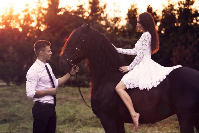 Pasijodinėjimas fryzų veislės žirgu Kalniaus sodyboje