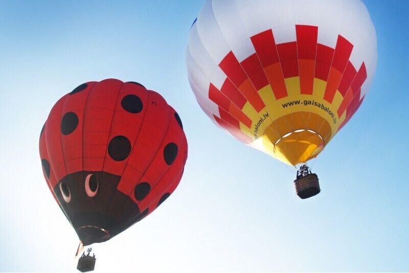 Skrydis oro balionu virš Siguldos