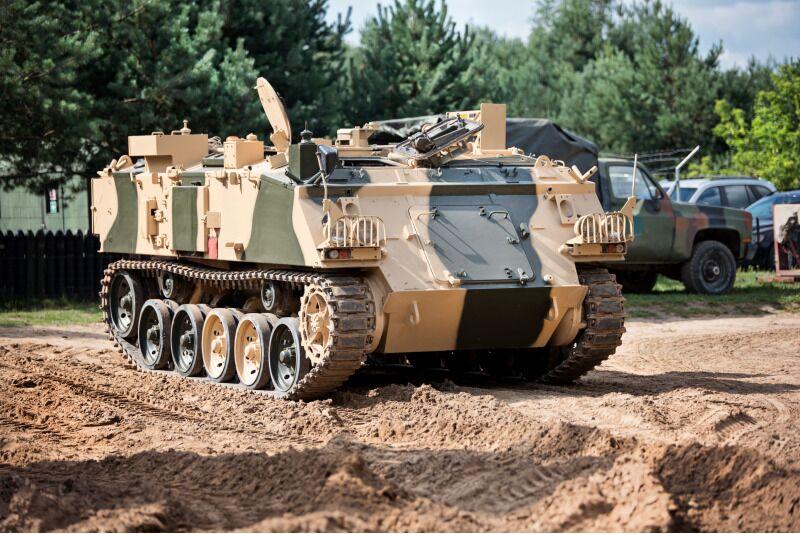 Pasivažinėjimas šarvuočiu ir kitu kariniu transportu Vilniuje