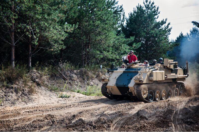 Vairuok Anglijos kariuomenės šarvuotį FV432 Vilniuje