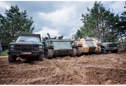 Išbandyk karinį autoparką ir šaudyk tikru pistoletu-kulkosvaidžiu Vilniuje