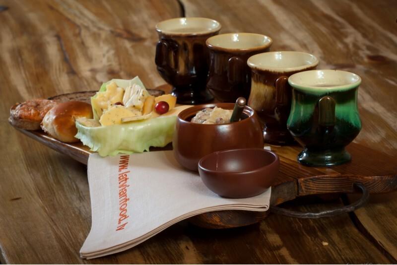 """Apsilankymas latviškos tradicinės virtuvės restorane """"Taverna"""""""