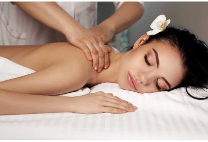 """Antistresinis nugaros masažas ir nesvarumo terapija """"Kristalų namuose"""" Alytuje"""