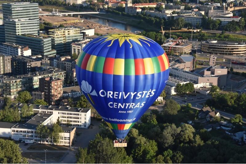 Skrydis oro balionu virš pasirinkto miesto