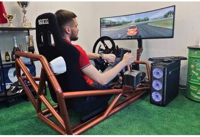 Sportinių automobilių simuliatoriaus vairavimas Vilniuje
