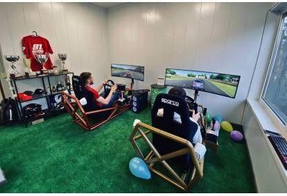 sportiniu-automobiliu-simuliatoriaus-vairavimo-abonementas