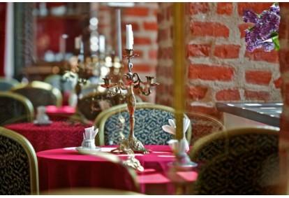 Prabangi vakarienė viešbutyje-restorane BEST BALTIC Panemunės pilis