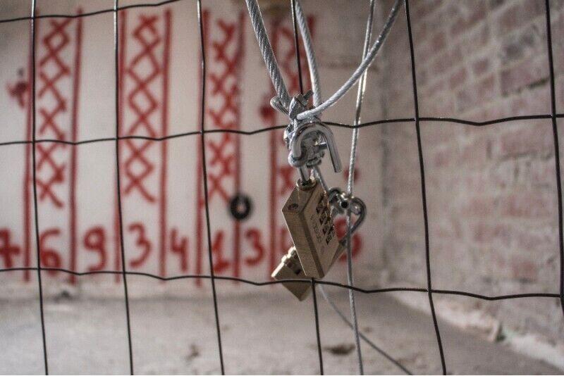 Indų daužymo pramoga ir apsilankymas pabėgimo kambaryje Vilniuje