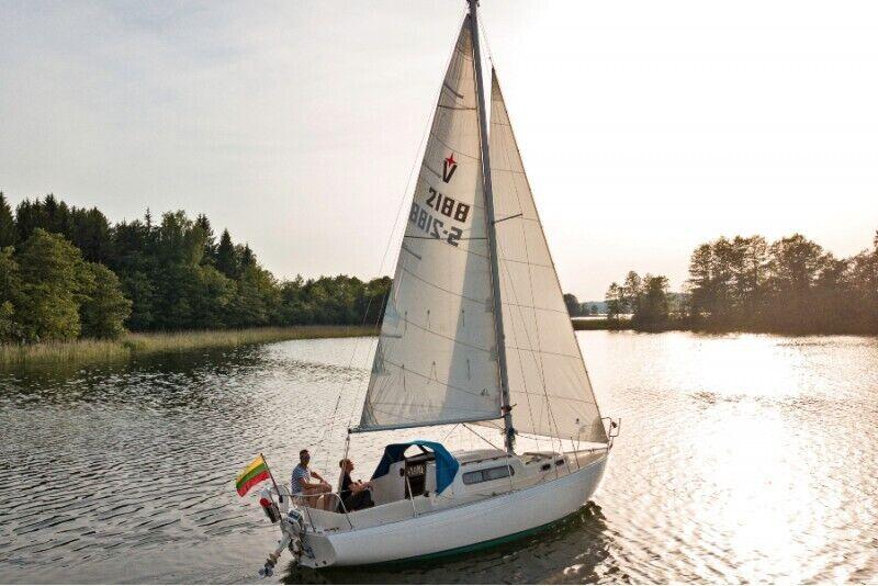 """Apžvalginis plaukimas jachta """"Basa"""" Trakuose"""