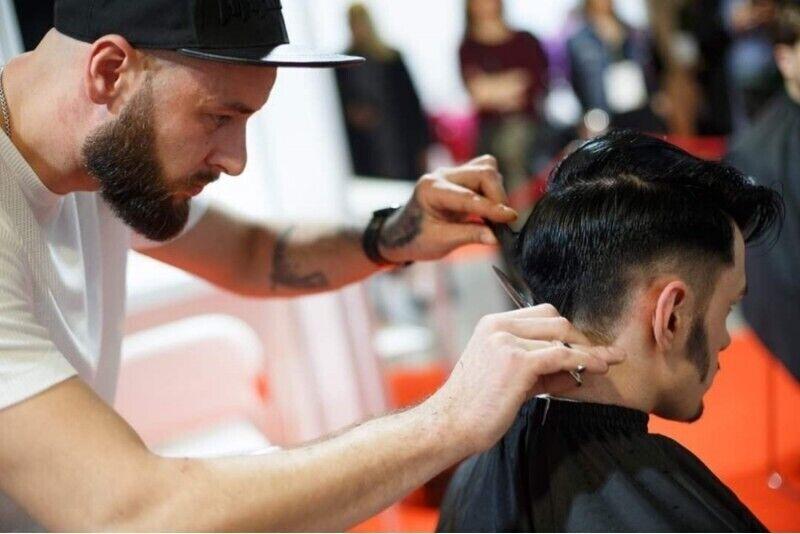 """Plaukų kirpimas ir barzdos tvarkymas salone """"Scandal parlor"""""""