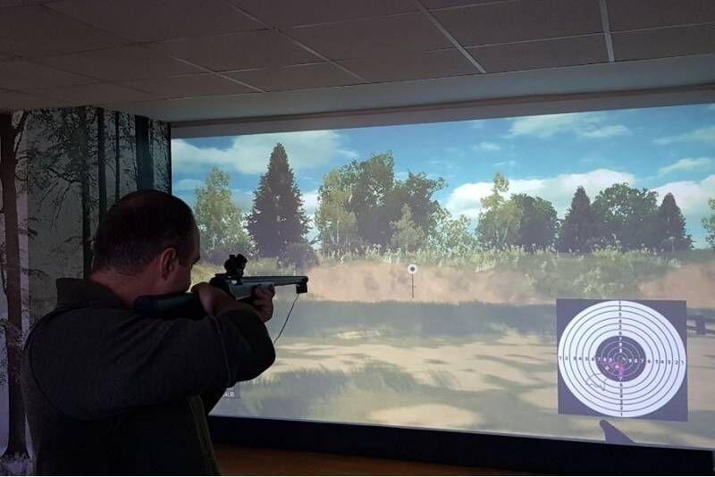 Šaudymo treniruotė profesionaliu simuliatoriumi Šiauliuose
