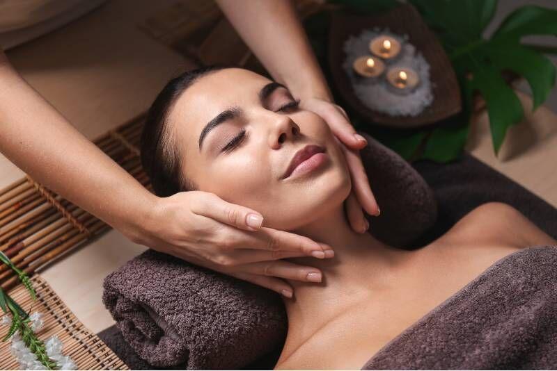 """Gintarinė veido procedūra masažo namuose """"Nidos kopos"""""""