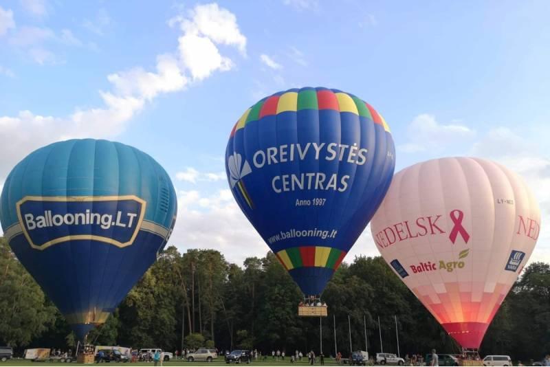 """Privatus skrydis oro balionu dviem virš Vilniaus arba Trakų su """"Oreivystės centru"""""""