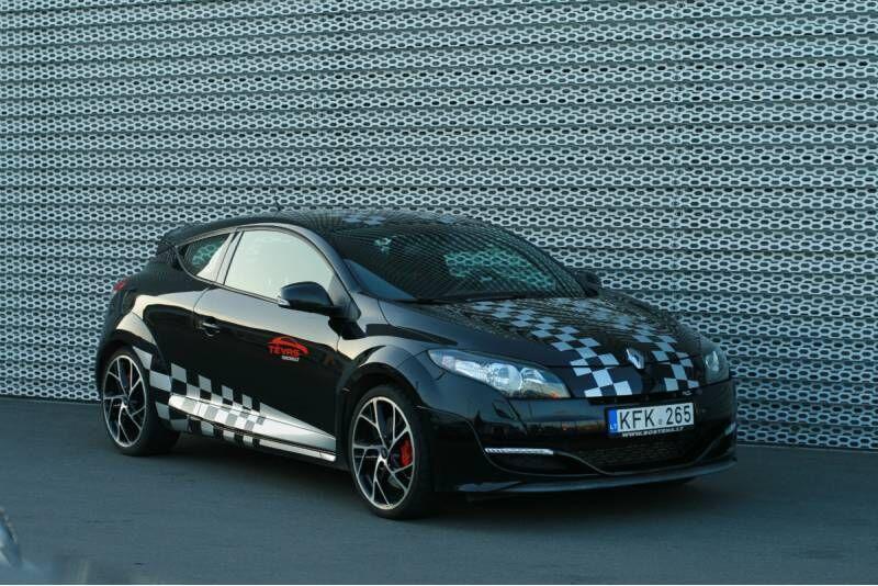 """Ekstremalus pasivažinėjimas su """"Renault Megane RS 265"""" Nemuno žiede"""