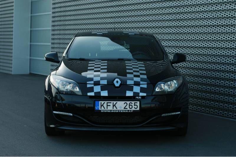 """Vairuok sportinį """"Renault Megane RS"""" Nemuno žiedo trasoje"""