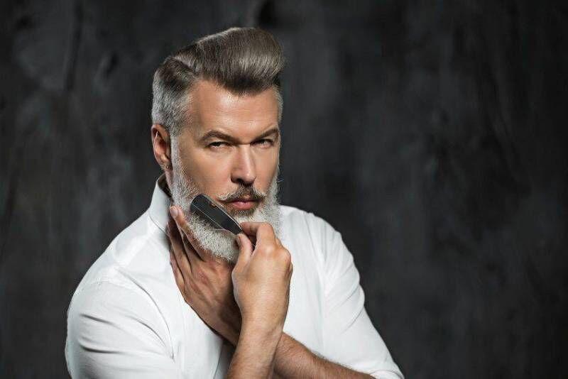 Vyriškas plaukų kirpimas + barzdos formavimas Vilniuje