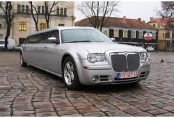 """Pasivažinėjimas """"Chrysler 300C"""" limuzinu Kaune 1-10 asmenims"""
