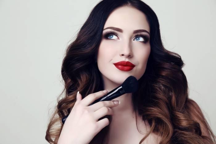 """Make up 2 go"" makiažo kursai internetu"