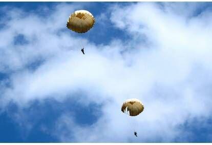 Šuolis apvaliu parašiutu Sasnavos aerodrome Marijampolėje