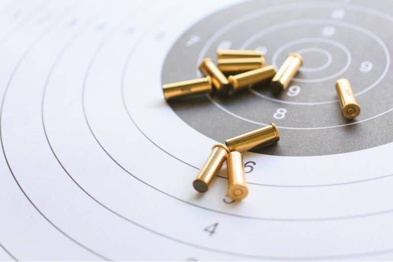 """Šaudymas koviniais ginklais (15 šūvių) """"Ginklų klube"""" Kaune"""