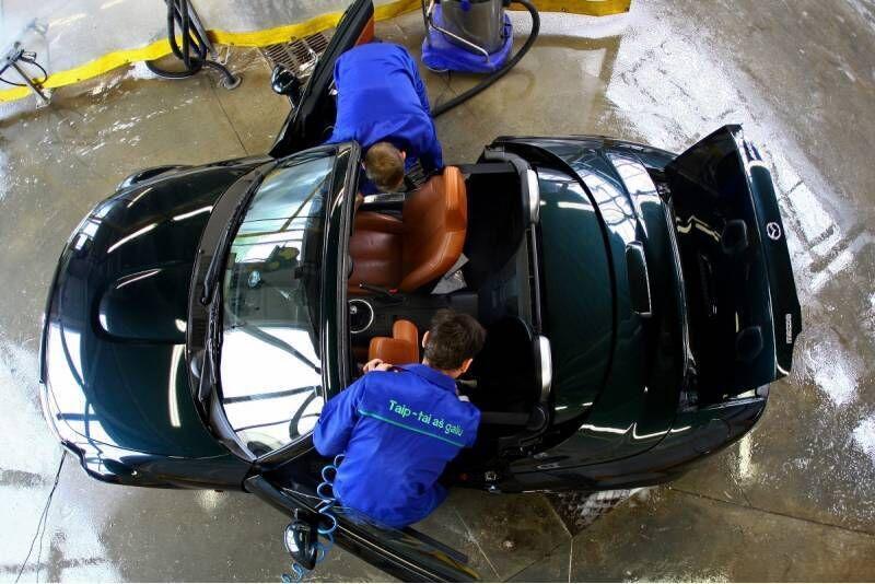 Automobilio salono cheminis valymas su džiovinimu Šiauliuose