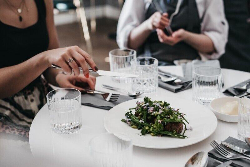 """Trijų patiekalų vakarienė restorane """"Vila Komoda"""" Palangoje"""